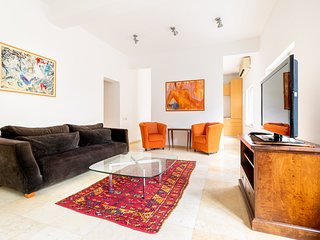 German Colony Apartment Sleeps 5 with Air Con and WiFi - 5829693