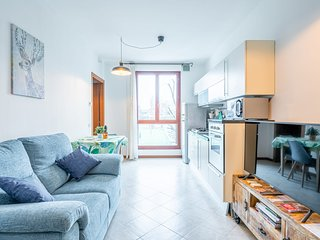 Modern 1-Bed Apartment, w/Private Parking  in Florence