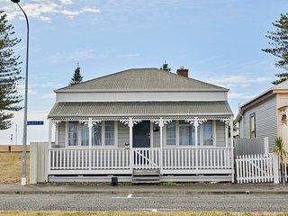 Sun Seeker's Cottage - Napier Holiday Home, Abel Tasman National Park
