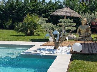 'UN GÎTE en PROVENCE' 3*& 4* piscine chauffée jacuzzi 2 à 5 p jardin et terrasse