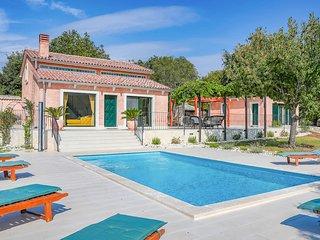 Polari Villa Sleeps 10 with Pool and Air Con - 5829136