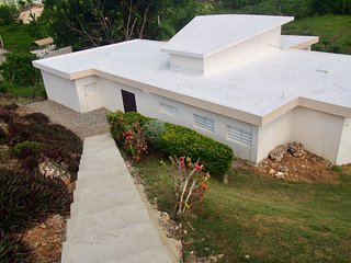 A/C - Private above ground pool - Pet-friendly - Close to beaches