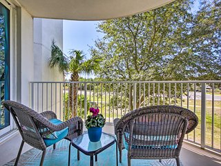 Resort Condo with Pool Access, Walk to the Beach!