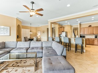 Dog-friendly! Spacious and featuring Golf views! Private pool and spa!