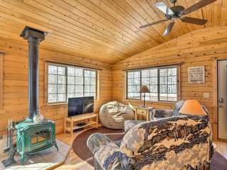 NEW! Como Getaway w/Large Deck, Hike & Fish Nearby