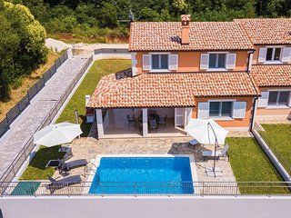 Nice home in Pula w/ WiFi and 3 Bedrooms (CIR315)