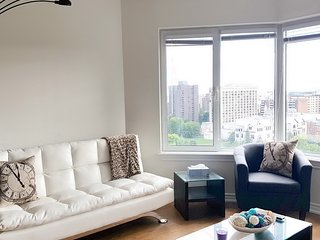 Convertible 2 BR - Close to Parliament Hill (1.5b)