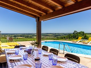 Stunning view, private pool, next to vineyards, air con'. Short walk to cafe bar