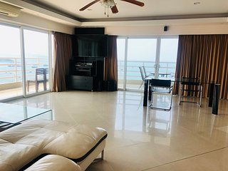 Executive Corner Suite 153 SQM