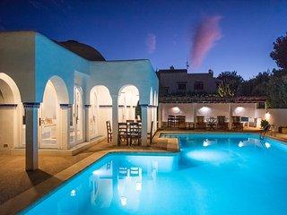 ⭐⭐⭐⭐⭐ 5 bedrooms, sea views, walk to the beach, entertainment, tropical gardens