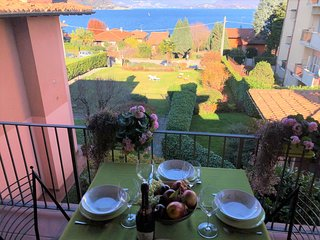 Ginevra apartment with lake view and terrace in Ranco