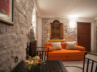 Charming ❤ little townhouse for 2+2, Trogir center(Mirina)
