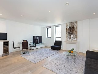 2106. COVENT GARDEN - SPACIOUS 2BR 2BA FAMILY FLAT IN THE HEART OF LONDON!