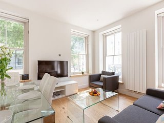 2138. CLASSIC 3BR FLAT IN THE HEART OF FITZROVIA – SOHO