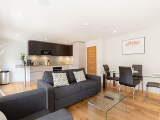 2141. LOVELY 1BR IN THE HEART OF LONDON BY FITZROVIA – SOHO!