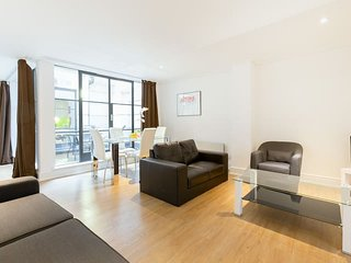 2147. SUPER CENTRAL - HOLBORN- CHANCERY LANE- LOVELY 1BR FLAT WITH PRIVATE PATIO