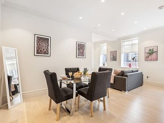 2116. MOST CENTRAL AREA - COVENT GARDEN - STRAND - TEMPLE AREA SPACIOUS 1BR FLAT
