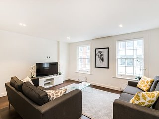 2152. THE SOUTH KENSINGTON COLLECTION - FLAT 4 - LOVELY 3BR IN CENTRAL LONDON!