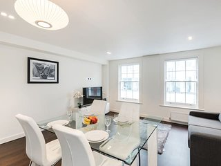 2151. Lovely 3BR Flat The South Kensington Collection - In The Heart Of London