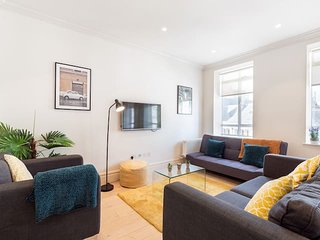 2115. IN THE HEART OF LONDON WITH SUPER CITY VIEWS-COVENT GARDEN- THE STRAND 3BR