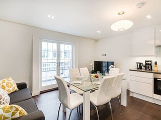 2155. LOVELY 3BR FLAT IN SOUTH KENSINGTON – CENTRAL LONDON!
