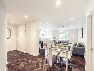 2126. IN THE HEART OF MARYLEBONE BY BAKER STREET IN CENTRAL LONDON - 3BR FLAT
