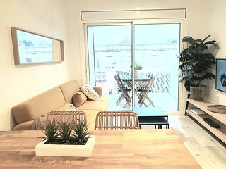 Deluxe apartment centrally located 100m beach