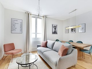 A Stunning 2-BR/2BA in the 8th district - Parc Monceau