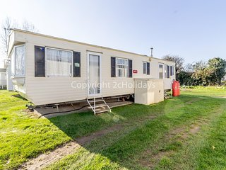 2 bed roomed modern caravan for hire near in rural Norfolk  ref 10016E