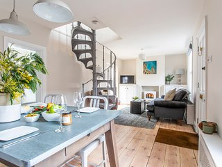 Luxury 2 bedroom holiday cottage Canterbury city centre. FREE PARKING!