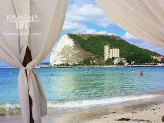 Stunning Beach Apart-Sleeps 5! Pool & Sea views!