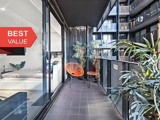 A Classic 2BR Family Getaway in Melbourne CBD