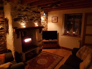Tan Y Fron Cottage near to Newborough beach with cosy fire
