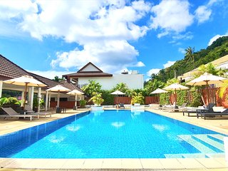 2 Bedrooms Beachside Apartment in Nai Harn