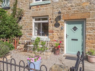 ASHKNOTT COTTAGE, WiFi, great walking area, Kirkby Malzeard, Ref 932370