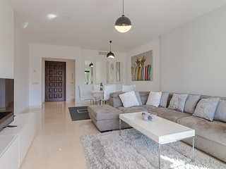 Capanes Luxury Holiday Rental - Spacious terrace 2 bedroom apartment