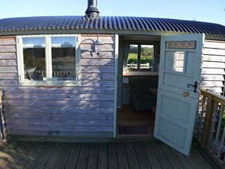 Rose Hut Beautiful Glamping Hut with hot tub