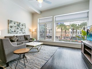 Hosteeva | 2BR City View Condo Blocks to FQ