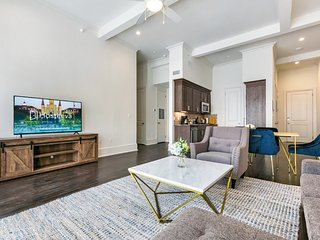 Hosteeva | 2BR City View Condo on Canal St & Blocks to FQ