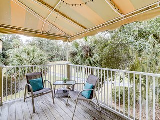 Inviting, second-story condo w/ lagoon views & a shared pool - bike to the beach