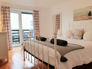 Ivory Lane, walking distance to beach, village and shops. Dogs welcome, parking