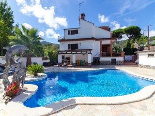 Santa Ceclina Villa Sleeps 8 with Pool Air Con and Free WiFi - 5605453