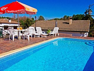 Santa Coloma de Farners Villa Sleeps 7 with Pool and WiFi - 5828538