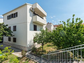 Split Apartment Sleeps 5 with Air Con - 5468196