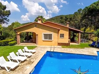 Bell-Lloch Villa Sleeps 8 with Pool and Free WiFi - 5509030
