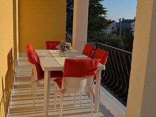 Smiric Apartment Sleeps 5 - 5575081