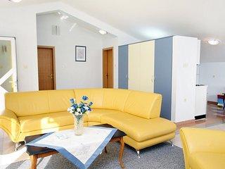 Smiric Apartment Sleeps 5 with Air Con - 5465087