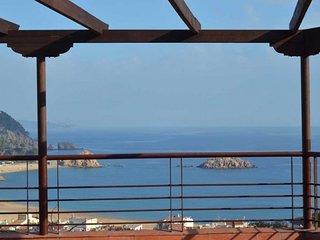 Tossa de Mar Villa Sleeps 8 with Pool and Free WiFi - 5509348