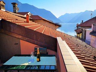 20 metres from Lake Como: modern apartment with lake view