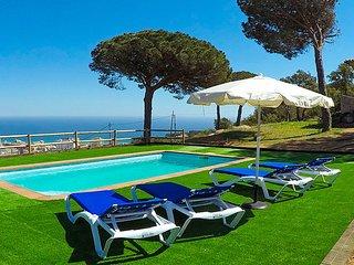 Sant Antoni de Calonge Villa Sleeps 6 with Pool and Free WiFi - 5509238